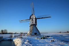 Winter 2014-Zandwijkse Molen Uppel. (@FTW FoToWillem) Tags: blue winter snow holland windmill nikon blauw sneeuw nederland molino paysbas brabant molen niederlande 2014 mlle ftw polderbemaling hollanda zonsopkomst holandes boerenkool mol wipmolen fotowillem uppel holande d5200 willemvernooy wintertrafeel gemeentewoudrichem