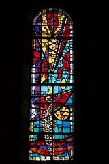 Kirchenfenster der Kirche Leysin ( Gotteshaus katholisch - Baujahr 1910 - Geweiht ... - Chiuche church église temple chiesa ) im Dorf Leysin über dem Rhônetal im Kanton Waadt - Vaud in der Westschweiz - Suisse romande der Schweiz (chrchr_75) Tags: chriguhurnibluemailch christoph hurni schweiz suisse switzerland svizzera suissa swiss chrchr chrchr75 chrigu chriguhurni 1501 januar 2015 hurni150101 kirche church eglise chiesa kerk iglesia kyrkan kirchenfenster fenster window glas glasmalerei kunst art gemälde albumkirchenfenster sveitsi sviss スイス zwitserland sveits szwajcaria suíça suiza albumzzz201501januar januar2015 albumkirchenfensterderschweiz église temple albumkirchenundkapellenimkantonwaadt kantonwaadt kantonvaud waadt vaud