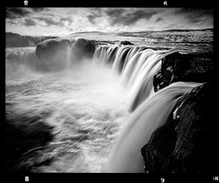 Goða (tsiklonaut) Tags: travel white black fall 120 film blanco nature water monochrome analog landscape ir island waterfall iceland y pentax drum scanner earth ngc negro scan dreaming experience infrared roll medium format dreamy analogue 6x7 infra 67 impressive analogica discover mustvalge 滝 godafoss efke drumscan analoog pmt goðafoss infrapuna kosk アイスランド ir820 photomultipliertube
