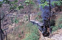 785  Loop 2  03.04.96 (w. + h. brutzer) Tags: analog train nikon indian eisenbahn railway zug trains steam locomotive darjeeling indien dampflok lokomotive eisenbahnen schmalspurbahnen schmalspurbahn dampfloks webru loop2