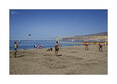 Playeando... (ngel mateo) Tags: ngelmartnmateo ngelmateo playa almera andaluca espaa arena voleyplaya pelota juego cielo andalusia spain beach sand beachvolleyball game ball sky