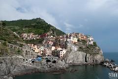 Manarola, Cinque Terre, Italy (hexaphobic) Tags: sea shore village cliff colors italy manarola cinqueterre nikon d60 nikond60 rocky