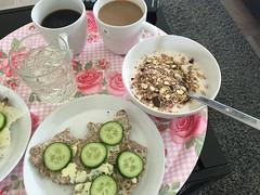 Frukost 28/7 (Atomeyes) Tags: mat yoghurt msli vatten citron kaffe knckebrd grslkssmr