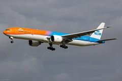 Boeing 777-306ER KLM PH-BVA (AMS) (Yohann CASSE) Tags: spotting spotteur schiphol aeroport airport amsterdam boeing b777 orangepride phbva