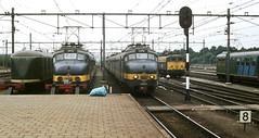 Roosendaal, trein naar Brussel in 1979 (Ahrend01) Tags: roosendaal station hondekop benelux mat 54 46 serie 1100 ns postrijtuig pec