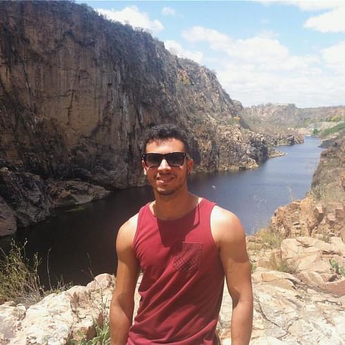 Eu destruindo a paisagem ☀️🌵🍂🌾 #canyon #riosaofrancisco #sertão #alagoas