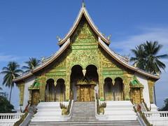 "Temple Luang Prabang <a style=""margin-left:10px; font-size:0.8em;"" href=""http://www.flickr.com/photos/83080376@N03/15713399947/"" target=""_blank"">@flickr</a>"
