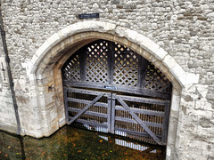 Traitors' Gate, Tower of London (photphobia) Tags: city london tower castle fortress castillo toweroflondon cityoflondon traitorsgate