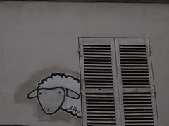 PC073518 (signaturen) Tags: dog chien streetart paris umbrella graffiti pig sticker montmartre urbanart hund murales schwein parapluie porc