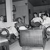 Avec deux collègues, JACQUES CHANCEL (de face) interviewe Bay Vien, le chef des rebelles Binh Xuyen, en mars 1955 à Saïgon