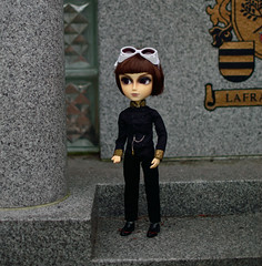Waiting for little sis (twilitize) Tags: boy doll dolls pop adventure brave pullip popular pullips noble taeyang
