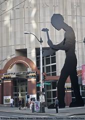Hammering Man, at the Seattle Art Museum (Doyle Wesley Walls) Tags: sculpture art streetphotography photograph streetcorner seattleartmuseum 0008 seattlewashington lagniappe doylewesleywalls
