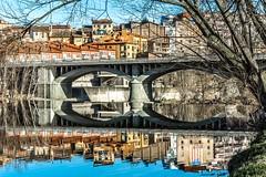 Roda del Ter (Catalunya) (Ferran Barcelona) Tags: bridge water rio reflections river puente spain agua nikon catalonia pont reflexos catalua reflejos senyera estelada d5200