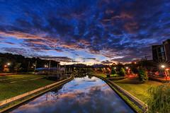 興大康橋 晨彩 斜射光 (Eric-Chang Taiwan) Tags: color clouds sunrise river 台灣 台中 光 晨曦 日出 河 日 雲彩 中興大學 康橋 芒 溪 星芒 旱溪 斜射光