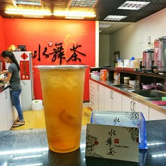Visit night market and looking for dinner, Hualia, Taiwan (Alfred Life) Tags: summarith12227 summarit leicaduallenses plus huaweip9plus p9 华为 徠卡 華為 asph leica huawei 徕卡