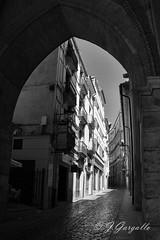 Calle el Salvador (Teruel) (J.Gargallo) Tags: teruel aragn mudejar torre torremudejar blancoynegro blackwhite byn bw calle canon canon450d canonefs18200 espaa eos eos450d spain