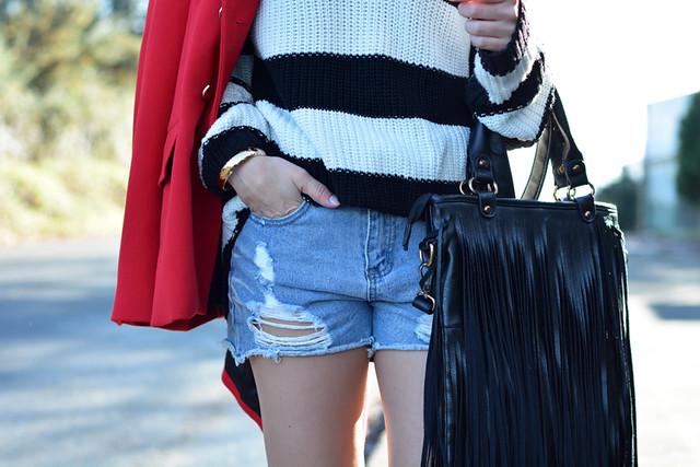 Jersey ZARA_Abrigo rojo_shorts denim_botas altas_ootd_09