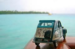 CITROEN 2CV Hotel KIAORA Tahiti Rangiroa2 (sapphire_rouge) Tags: france resort lagoon tahiti atoll rangiroa polynesia snorkeling kiaora seagull  franchpolynesia    atool polynsiefranaise  island