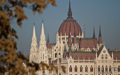 The Hungarian Parliament (Raph/D) Tags: bridge building colors architecture canon river square eos budapest parliament chain architect national dome 7d l series parlement magyar catchy danube pest largest assembly hungarian tallest coupole lnchd lseries szchenyi hongrie kossuth orszaghaz ef70200mmf28lusm canoneos7d