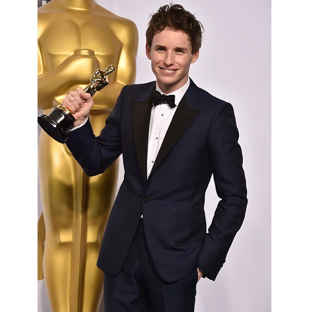 Y el Oscar al mejor vestido (y actor) es para. ¡EDDIE REDMAYNE! #oscars2015 #congrats