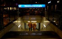 Couple, Weinmeisterstrasse, Berlin (blafond) Tags: berlin station night subway couple metro stairway ubahn nuit escalier weinmeisterstrasse
