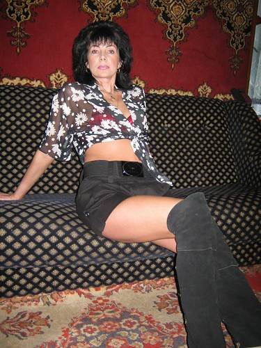 Mature in boots pics