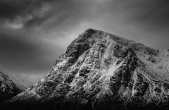 Stob Dearg (Dave Holder) Tags: stobdearg buachailleetivemor scotland highlands mountains munro munros snow mono monochrome blackandwhite rocks clouds moody dramatic drama cold landscape