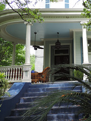 New Orleans - Poshy Front Porch (Drriss & Marrionn) Tags: neworleans neworleansla neworleanscitytrip outdoor gardendistrict architecture streetviews streetscene street building buildings balcony balconies blue blueish