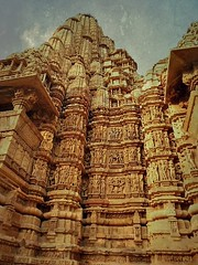 INDIA - Khajuraho Group of Monuments is a group of about 20  Hindu and Jain temples, great reliefs and sculptures,  14239/7105 (roba66) Tags: indien indiennord asien asia india inde northernindia urlaub reisen travel explore voyages visit tourism roba66 city capital stadt cityscape building architektur architecture arquitetura monument bau fassade faade platz places historie history historic historical geschichte tradition culture kultur kulturdenkmal skulptur sculpture reliefs relief antik antic rustic ruine ruins ausgrabungen archologie archaelogy madhya pradesh khajuraho tempel tempelanlage temple hinduism jainism