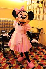 Minnie Mouse (sidonald) Tags: tokyo disney tokyodisneyresort greeting  minniemouse minnie tdr    disneyambassadorhotel chefmickey