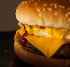 burger (songallery) Tags: beef burger egg food sauce songallery wilsonlee ketchup with sriracha homemade cheese foodie cooking goodfood dinner lunch meal fastfood simple western appetite fresh