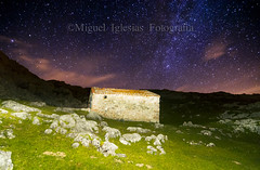la cabana (Migueliglesias76) Tags: asturias sotres nikon naturaleza nubes estrellas stairs via lactea