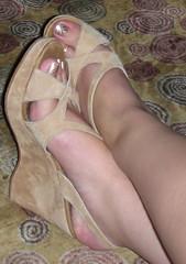 Alejandra 091 (J.Saenz) Tags: feet foot pies fetichismo podolatras pieds mujer woman dedo toe pedicure nail ua polish esmalte pintada toenail zapatos shoes tacones heels tacos tacchi schuh scarpe shoefetish shoeplay zuecos clogs wedges cua