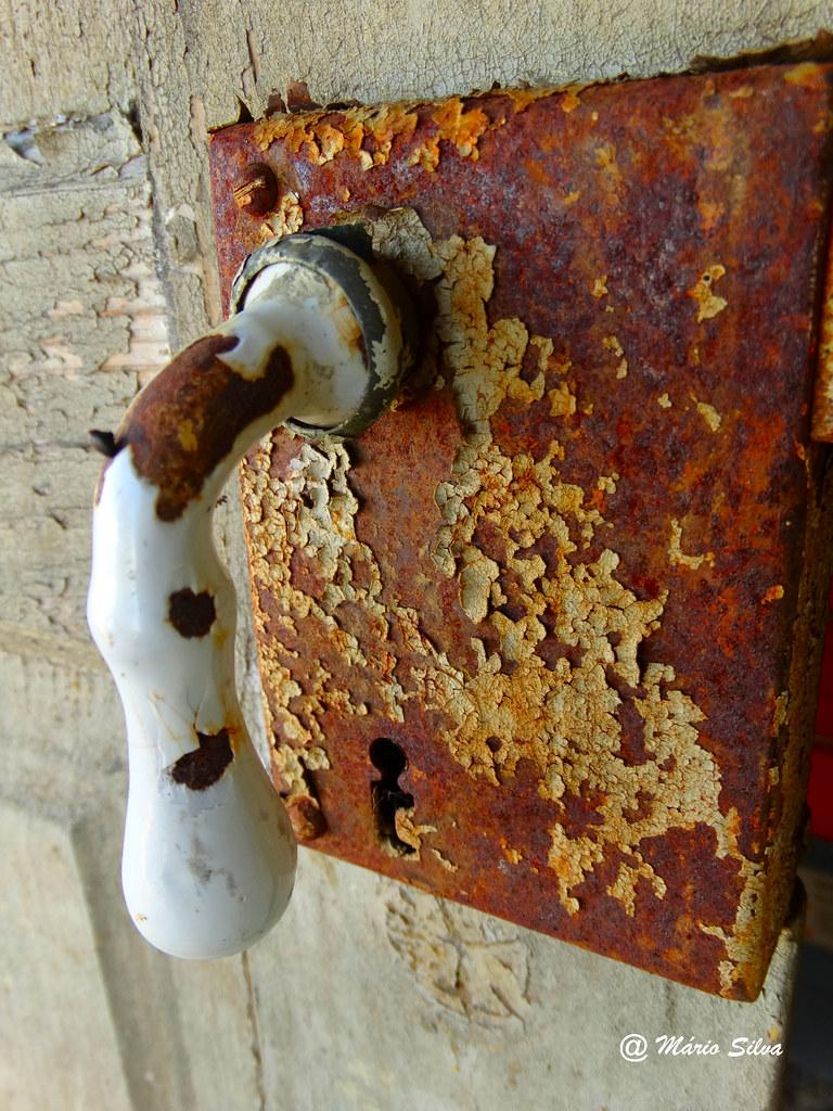 Águas Frias (Chaves) - ... puxador abandonado ...