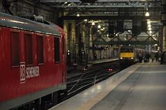 90029 Edinburgh, Scotland (Paul Emma) Tags: uk railroad train scotland edinburgh railway locomotive sleeper electrictrain 90029 class90 electriclocomotive 5b26