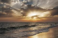 Costa de la Luz (L.Barrera) Tags: españa costa seascape sol contraluz atardecer mar andalucía spain europa europe cloudy huelva playa paisaje nubes verano sunburst puestadesol andalusia atlanticocean playas atlántico spagna seacoast doñana rayosdeluz parquenacional costadelaluz océanoatlántico d90 luzdorada cielonublado hazdeluz parquenacionaldedoñana surdeespaña nikond90 solentrenubes torrelahiguera playadecastilla leobarrera