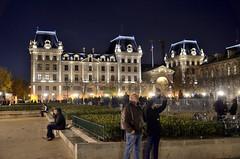 Parigi_179T (Dubliner_900) Tags: paris nikon nightshot streetphotography highiso parigi notturno tamron1750mm28 d7000 handshold
