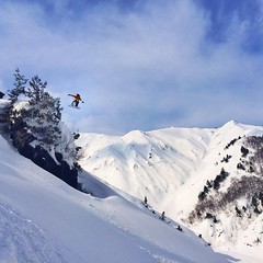 ...and sometimes we like to #jump of #cliffs #Hakuba #backcountry #白馬
