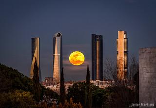 Luna llena Cuatro Torres 5 Marzo 2015 [Aapod]