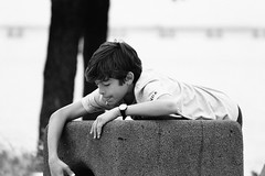 IMG_9564Ax (kanizfotolio) Tags: boy blackandwhite black beach portugal playground canon lens eos kid europe lisboa lisbon kits dslr 500d lisbao