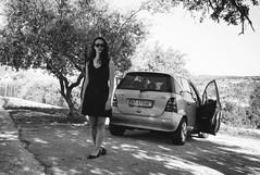 girl standing in front of car (gorbot.) Tags: blackandwhite monochrome rangefinder sicily mmount leicam8 voigtlander28mmultronf19 vscofilm riservanaturaleorientatapantalica