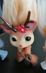 rein doe close (meimi132) Tags: zelfs zelf series6 cute adorable trolls reindoe deer doe brown antlers flower