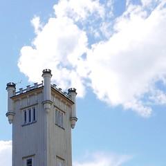 Helsingin Golfklubi. (neppanen) Tags: house building tower window suomi finland golf helsinki tali talo torni golfclub rakennus ikkuna discounterintelligence sampen helsinginkilometritehdas helsingingolfklubi pivno46 reittino46 reitti46 piv46 taligolf