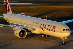 Qatar Boeing 777-3DZ/ER A7-BEI (Mark Harris photography) Tags: spotting aircraft plane aviation canon yssy 5d sydney boeing 777
