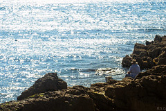 Paciente pescador (Ral Simn) Tags: pescador fisherman sea mar