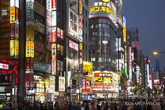 Shinjuku (Rolandito.) Tags: japan nippon shinjuku tokio tokyo night dusk twilight blue hour blaue stunde light lights licht lichter beleuchtung beleuchtet sign signs illuminated lost translation opening scene