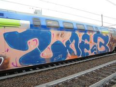 023 (en-ri) Tags: zoeb beoz obez train torino graffiti writing blu wholecar bottom endtoend toptobottom arancione rosa