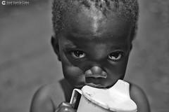 16-09-20 Uganda-Rwanda (149) Jinja R01 BN (Nikobo3) Tags: frica uganda jinja retratos portraits people gentes travel viajes rural nikon nikond800 d800 nikon247028 nikobo josgarcacobo flickrtravelaward ngc natgeofacesoftheworld wonderfulworld bn bw social