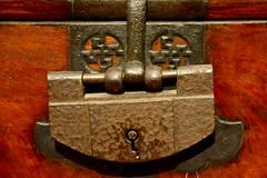 USA 2016  Portland Museum of Art  Lock of Bandaji Storage Chest (Michiel2005) Tags: 81974 lock slot swastika pma portland oregon or usa unitedstatesofamerica unitedstates verenigdestatenvanamerika verenigdestaten america amerika portlandmuseumofart