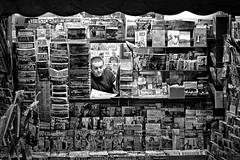 Venditore, Florence (D.J. De La Vega) Tags: street italy shop magazine newspaper florence nikon df italia candid stall firenze vendor